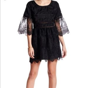 ❤️NWT Romeo+Juliet Couture- Embroidered Lace Dress